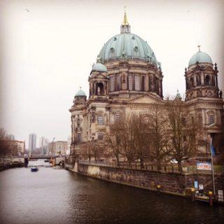 ドイツのベルリンへ。ビザ、タバコ、交通、食、治安、物価、時差など