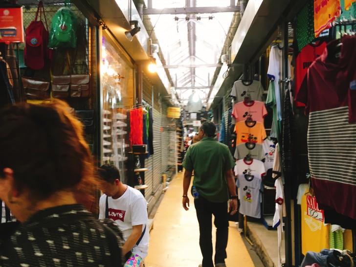 バンコクの市場チャトゥチャックウィークエンドマーケットで安い買い物を