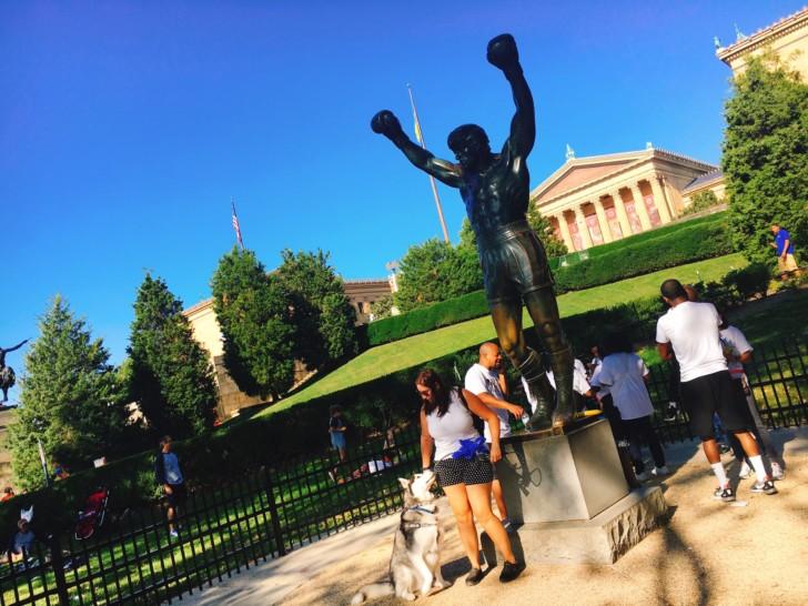 フィラデルフィアでロッキーの階段のあのシーンを再現【ロッキー・ステップ】